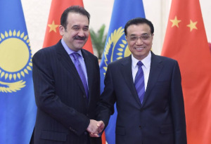 Chinese Premier Li Keqiang (right) with Kazakh Prime Minister Karim Masimov (left) on March 27, 2015. Photo courtesy of Xinhua.